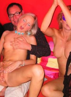 seks-sluchayniy-v-klube