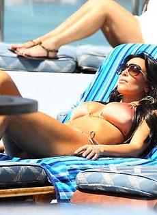 Ким Кардашьян в бикини - фото #15