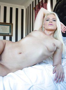 Эротические фотографии сногсшибательной стройняшки - фото #14