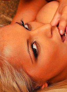 Три белокурые красавицы оказались нетрадиционной половой ориентации - фото #12