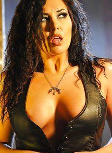 Эротическая фото сессия сексапильной брюнетки - фото #5