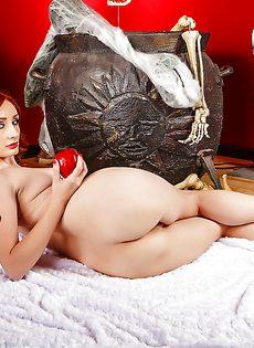 Откровенная фото сессия рыжеволосой молодой развратницы - фото #12