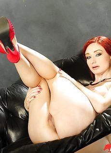 Голенькая рыжеволосая потаскушка Violet Monroe - фото #9