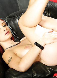 Голенькая рыжеволосая потаскушка Violet Monroe - фото #10