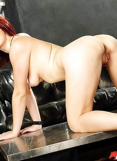Голенькая рыжеволосая потаскушка Violet Monroe - фото #16