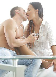 Очень нежный и чувствительный оральный секс с утра - фото #1