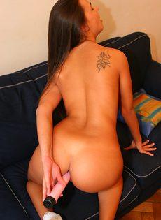 Расставила ножки и получила пенис во влажное влагалище - фото #12
