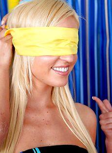 Горячий парень задвигает половой член во влагалище блондинки - фото #4