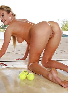 Худая теннисистка готовит анальную дырку к сексу - фото #8