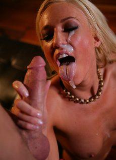 Стрельнул спермой прямо на лицо молоденькой блондинки - фото #15