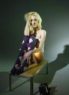 Обворожительная белокурая девушка с шикарным телом - фото #4