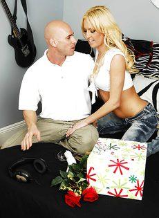 Развратный половой акт с участием шикарной блондинки - фото #5