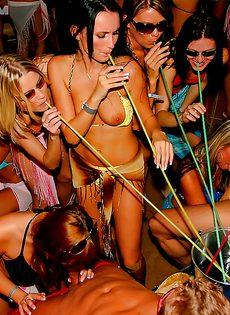 Распутные девицы оттянулись на этой вечеринке - фото #4
