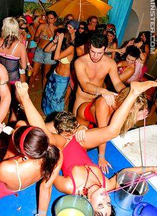 Распутные девицы оттянулись на этой вечеринке - фото #11