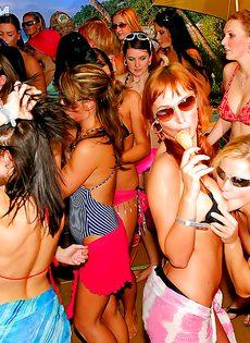 Распутные девицы оттянулись на этой вечеринке - фото #14