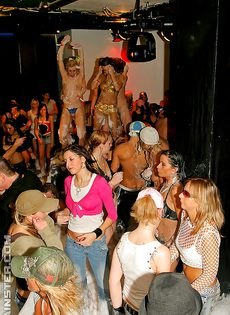 Пенная вечеринка очень понравилась молодым девушкам - фото #8