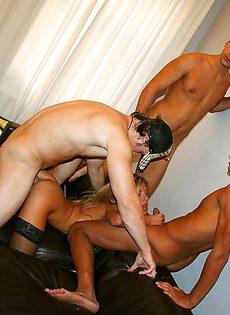 Любительский групповой секс со студентками после прелюдий - фото #14