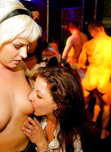 Дискотека с участием пьяных легкодоступных девушек - фото #14