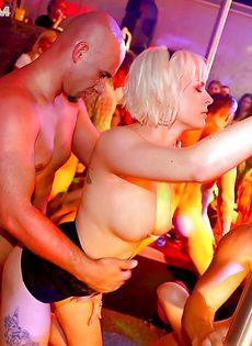 Горячий трах обворожительных телочек на вечеринке - фото #6