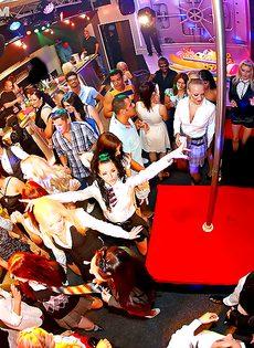 Горячий трах обворожительных телочек на вечеринке - фото #14