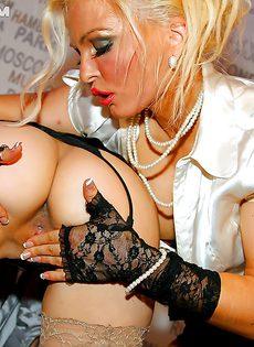 На вечеринке горячие девушки трахнулись по полной программе - фото #10