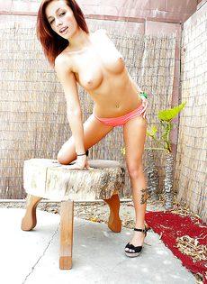 Рыжеволосая молодушка с прекрасными сиськами - фото #5