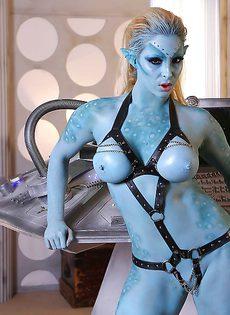 Сексуальная девушка Victoria Summers в роли фантастического героя - фото #6