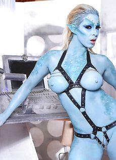 Сексуальная девушка Victoria Summers в роли фантастического героя - фото #8