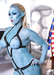 Сексуальная девушка Victoria Summers в роли фантастического героя - фото #9