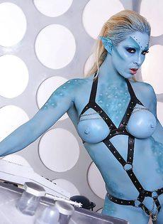 Сексуальная девушка Victoria Summers в роли фантастического героя - фото #12