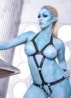 Сексуальная девушка Victoria Summers в роли фантастического героя - фото #14