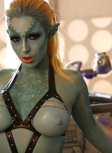 Сексуальная девушка Victoria Summers в роли фантастического героя - фото #15