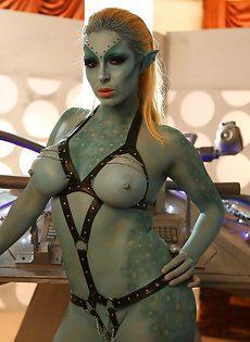 Сексуальная девушка Victoria Summers в роли фантастического героя - фото #16