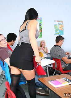 Студент усердно поимел сногсшибательную преподшу - фото #2