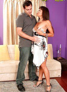 Зрелая и развратная азиатка кувыркается с любовником - фото #5