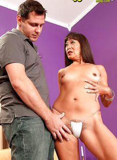 Зрелая и развратная азиатка кувыркается с любовником - фото #9
