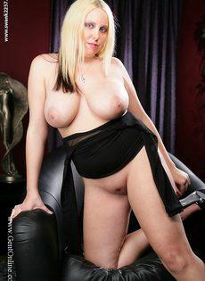 Пышная блондинка с огромной грудью Crystal Rose - фото #6