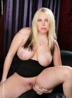 Пышная блондинка с огромной грудью Crystal Rose - фото #13