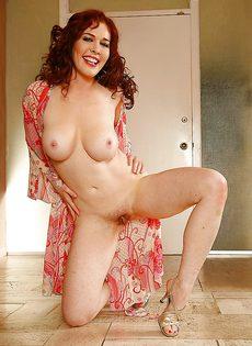 Обворожительная девица с очень красивыми сиськами - фото #16