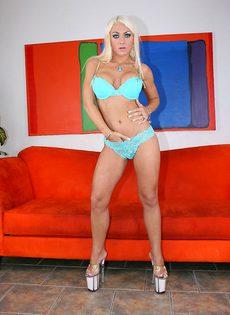 Умопомрачительная блондинка в красивом нижнем белье - фото #2