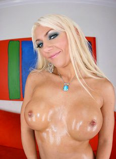 Умопомрачительная блондинка в красивом нижнем белье - фото #10