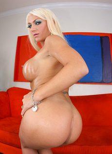 Умопомрачительная блондинка в красивом нижнем белье - фото #13