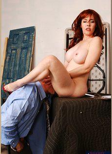Паренек глубоко засовывает пенис в сладострастную дамочку - фото #6
