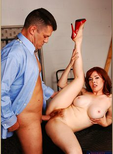 Паренек глубоко засовывает пенис в сладострастную дамочку - фото #8