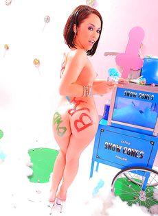 Эротическая фото сессия обворожительной брюнетки с красивой фигурой - фото #14