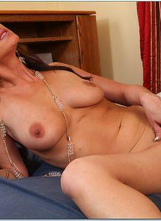 Уверенно налезла своей мокрой пизденкой на горячий фаллос - фото #5