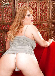 Толстая рыжая бестия с очень большими буферами - фото #7