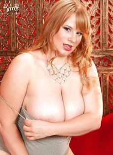 Толстая рыжая бестия с очень большими буферами - фото #10