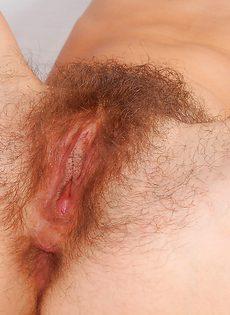 Волосатые дырки брюнетистой развратницы - фото #16