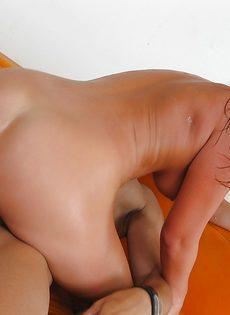 Прекрасные подружки сполна насладились густой теплой спермой - фото #9